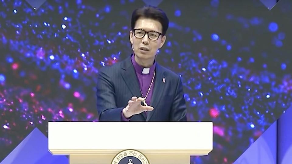 김학중 목사는 사회와 국가가 어려움에 처했을 때 한국교회가 선제적으로 대응해야 한다고 말했다. 꿈의교회 영상 갈무리